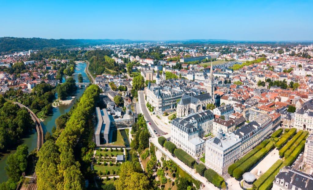 Vue aérienne panoramique de Pau