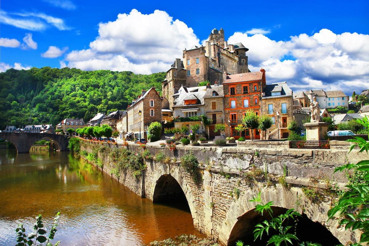 Le village de L'Estaing dans l'Aveyron.
